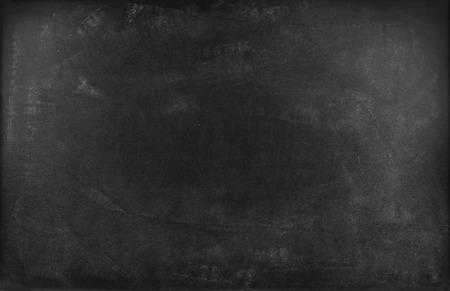 pizarron: Chalk borrado en la pizarra Foto de archivo