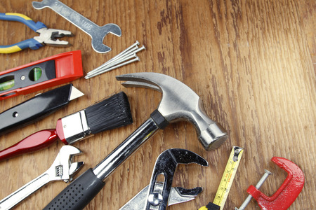 work tools: Diversas herramientas de trabajo en madera