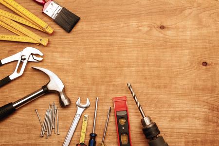 trabajando en casa: Diversas herramientas de trabajo en la madera Foto de archivo