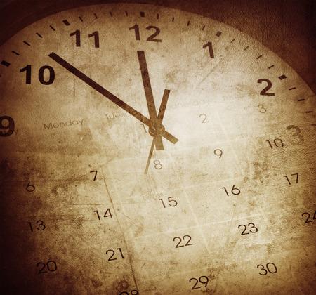 punctual: Reloj Grunge y calendario Foto de archivo