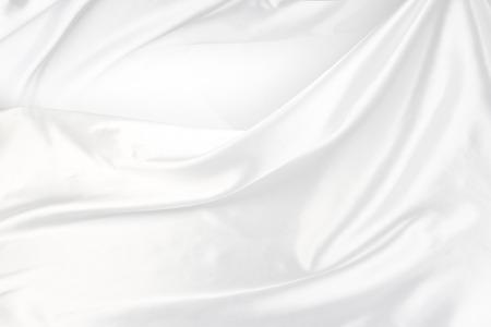Gros plan de tissu de soie ridée en satin