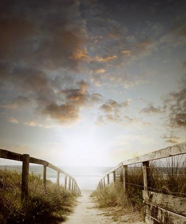 duna: Paseo que lleva a escena de la playa Foto de archivo