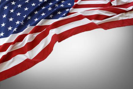 bandera estados unidos: Bandera americana en el fondo gris Foto de archivo