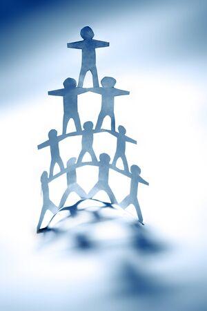 la union hace la fuerza: Pir�mide de equipo humano de la mano