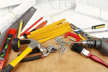 herramientas de trabajo: Diversas herramientas de trabajo y planes
