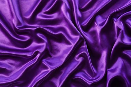 textures: Detailansicht der gewellten lila Seide Stoff Lizenzfreie Bilder