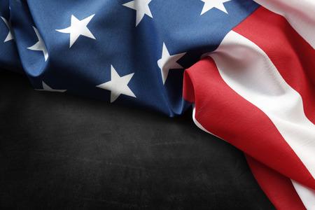 bandera estados unidos: Primer de la bandera americana en el fondo gris