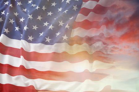 미국 국기와 밝은 하늘 스톡 콘텐츠