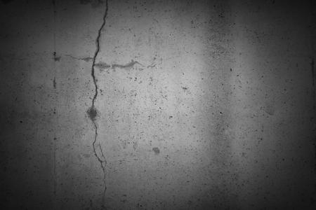 Risse in grauen Betonwand