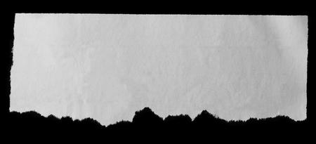 periodicos: Pedazo de papel rasgado en negro Foto de archivo