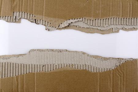 carton: Agujero rasgado en cartón ondulado