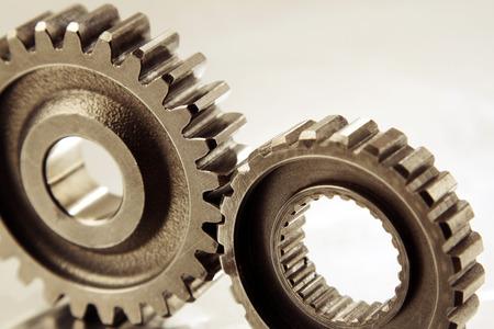 verlobt: Nahaufnahme von zwei Metallzahnräder