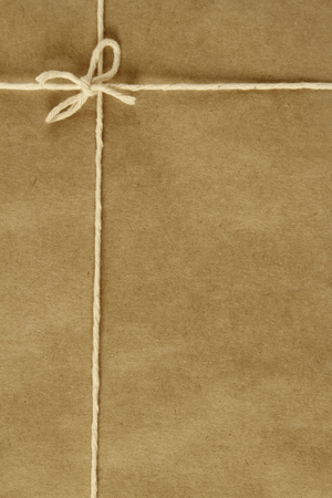 gefesselt: Gebunden Knoten auf braunem Paket Lizenzfreie Bilder