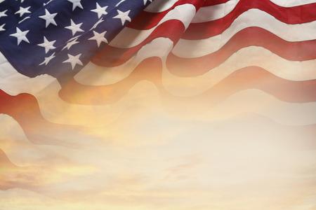 空にアメリカの国旗 写真素材 - 65301419