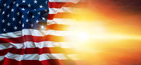 하늘에 미국 국기