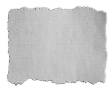 Stück zerrissenes Papier lokalisiert auf einfachem Hintergrund