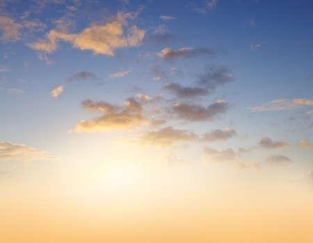 Sunlight in warm summer sky 版權商用圖片