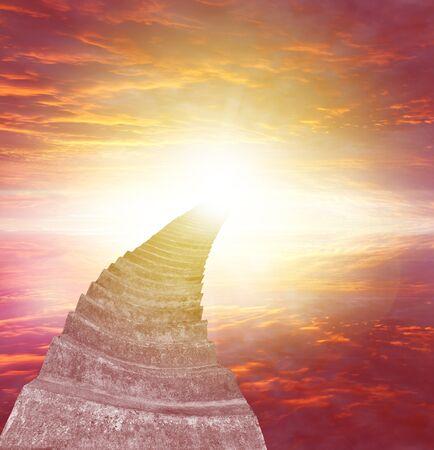 Escalera que conduce al cielo brillante. Escalera al cielo idea