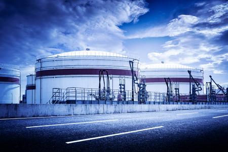 石油の製油所タンク