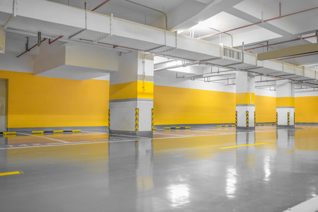 Empty parking lot wall. Urban, industrial background. Redactioneel