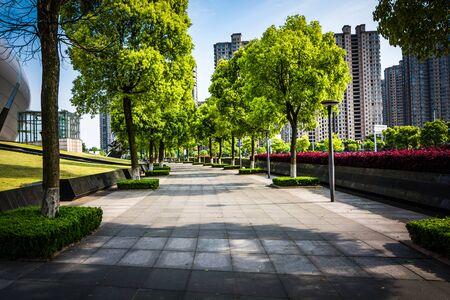 ダウンタウンの空道床がある公共広場