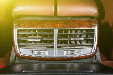 Le flux d'air à l'intérieur de la voiture, détail de l'intérieur de la voiture