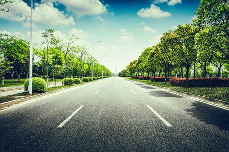 아스팔트 도로 및 숲 스톡 콘텐츠 - 94703160