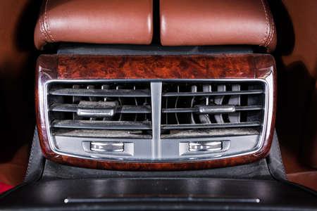 Climatisation. le flux d'air à l'intérieur de la voiture. détail intérieur de voiture