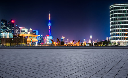 Pudong is a district of Shanghai, located east of the Huangpu River. Banque d'images