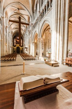holiday prayer book: En el lado de la catedral de Notre-Dame - Lausanne, Suiza Editorial