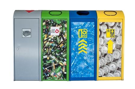 separacion de basura: 4 tipos bin sobre blanco aislada