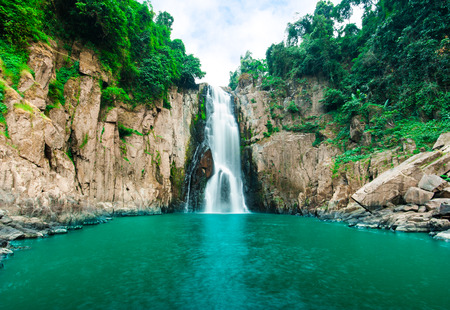 Haew Narok abisso della cascata dell'inferno, parco nazionale di Kao Yai, Thailandia Archivio Fotografico - 30380345