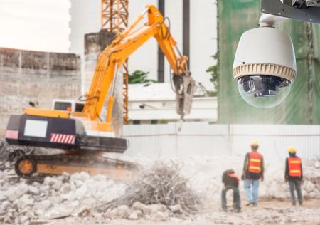 건설 현장에서 CCTV 카메라 또는 감시 운영