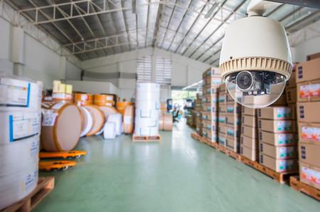 CCTV-camera of surveillance Werken in winkel of magazijn