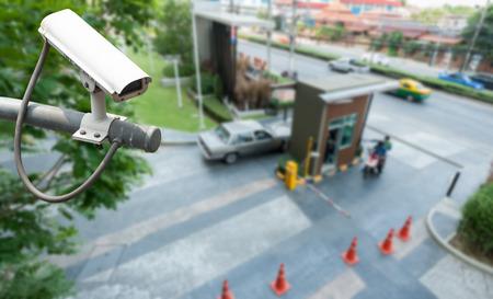 게이트에서 작동하는 CCTV 카메라 스톡 콘텐츠