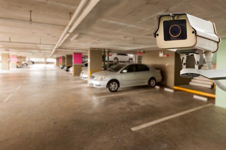 주차장 건물에서 작동 CCTV 카메라