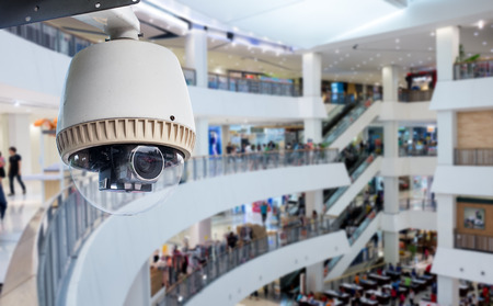 CCTV of bewakingscamera die binnen warenhuis Stockfoto