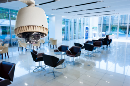 CCTV o vigilancia que funcionan en el edificio de oficinas Foto de archivo - 31614117