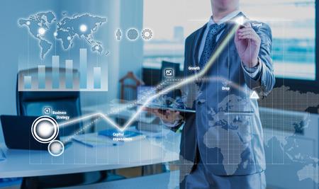 zakenman werken op de bedrijfsstrategie staafdiagram begrip