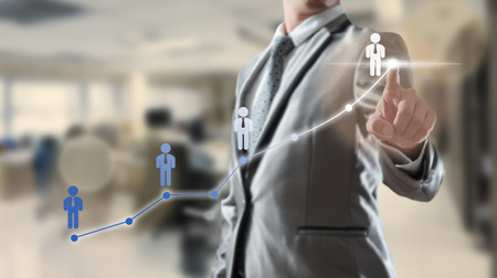 Homme d'affaires travaillant avec un objet visuel numérique, concept de ressources humaines Banque d'images