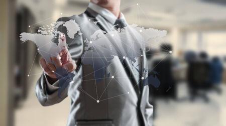 gestion empresarial: Woking Hombre de negocios con el concepto de marketing globalización