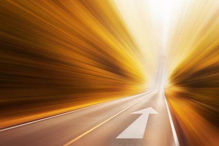 Déménagement flèche sur la route