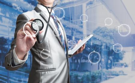 salud: Hombre de negocios con el estetoscopio, concepto de negocio Foto de archivo
