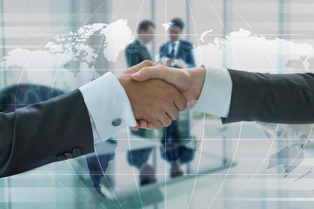 la union hace la fuerza: Negocios apret�n de manos, el concepto de globalizaci�n empresarial