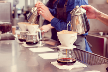 barista driping koffie Stockfoto