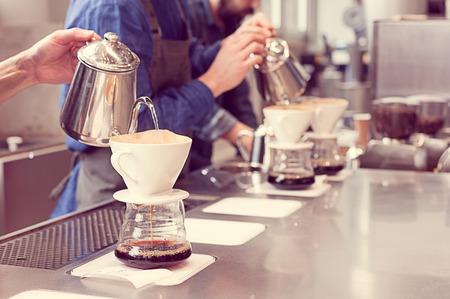 barista driping koffie Stockfoto