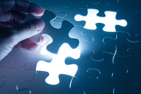 konzepte: Handeinsatz Puzzle, konzeptionellen Bild der Business-Strategie, Entscheidungsfindung Konzept Lizenzfreie Bilder