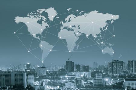 communicatie: Stad met wereldkaart en conneting lijn, globalisering conceptueel, globaal vervoersconcept