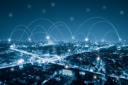 Ville avec ligne de communication, concept conceptuel de la technologie, concept de mondialisation de l'internet