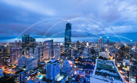 都市の景観連結線、技術コンセプト、概念モ ノのインターネットのハイテク ブルートーン 報道画像